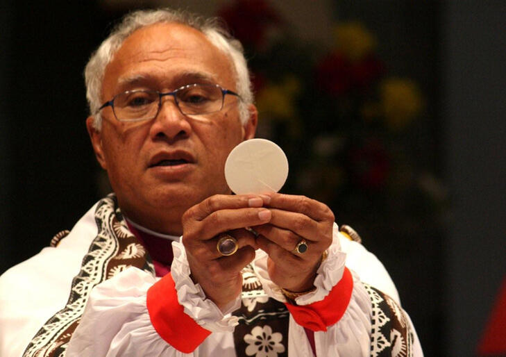 Bishop Winston Halapua celebrating the Eucharist at Auckland's Holy Trinity Cathedral in July 2009.