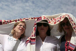 Women fight to pray in Israel
