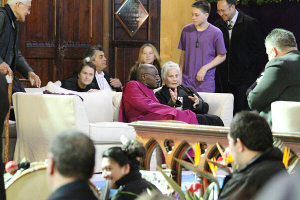 Archbishop John extends his aroha to Lady Reeves and whanau in the sanctuary of the church.