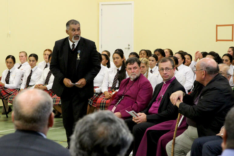 Kere Mihaere speaks on the Hukarere side to Abp Philip Richardson, Bishop Andrew Hedge, Abp Brown Turei and Selwyn Parata.