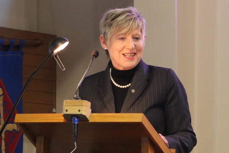 Mayor Lianne Dalziel urges Christchurch synod to give the city certainty.