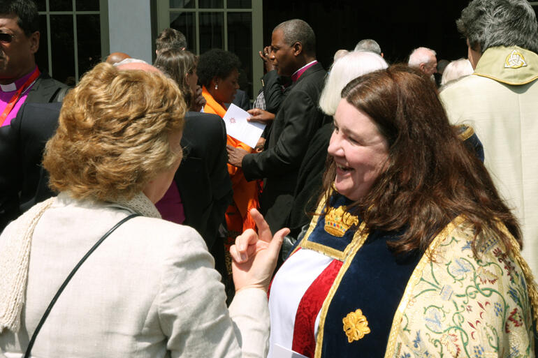 Lynda Patterson chats with Alison Chillingworth, wife of the Primus of the Scottish Episcopal Church, at the ACC-15 Opening Eucharist in Auckland.