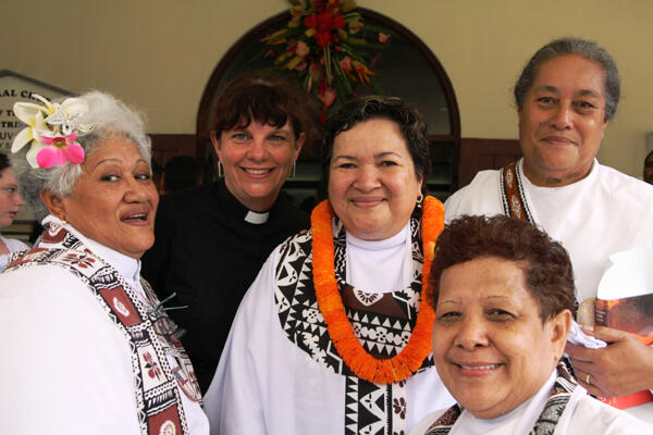 Brenda Reid Sio with some supporters. From left: Archdeacons Taimalelagi and Carole Hughes, and Ema Hala'api'api and Amy Chambers