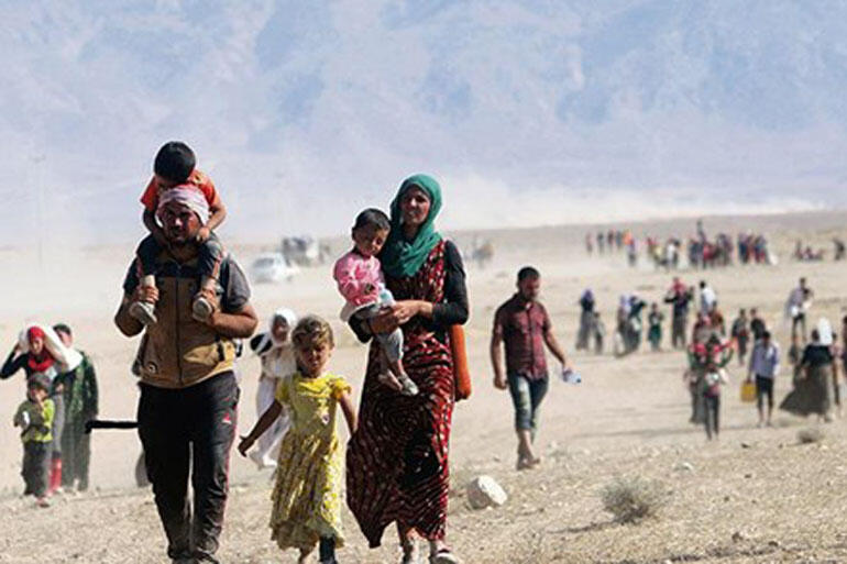 Displaced Yazidi people flee to Syria from forces loyal to the Islamic State in Sinjar town, Iraq. Photo: Reuters
